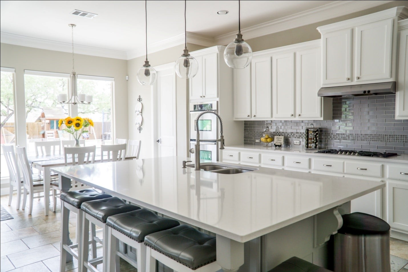 5 Essential Do's and Don'ts of Staging a Home